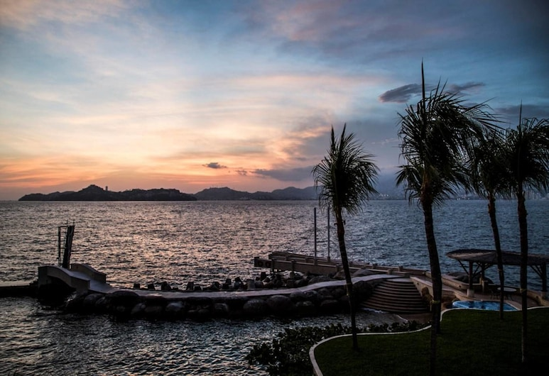 Acapulco's Luxury Condo With Breathtaking Views, Acapulco, Property Grounds
