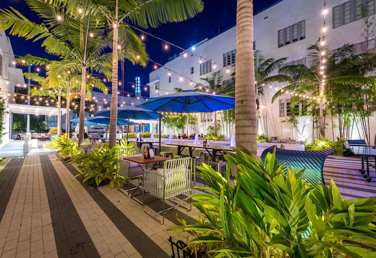 The Fairwind Hotel, Miami Beach, Fachada del hotel de noche