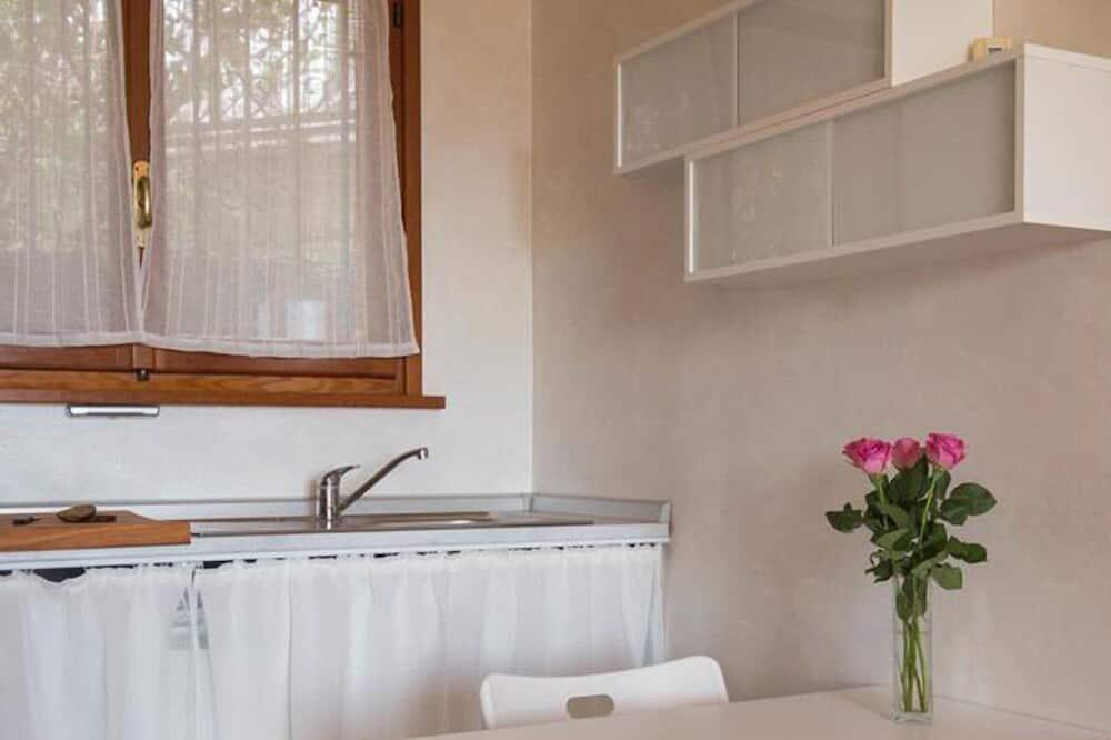 Kahetuba, omaette tualettruumiga - Einetamisala toas
