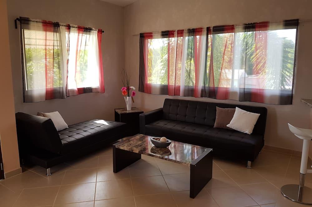 Comfort Condo, 3 Bedrooms, 2 Bathrooms - Living Room