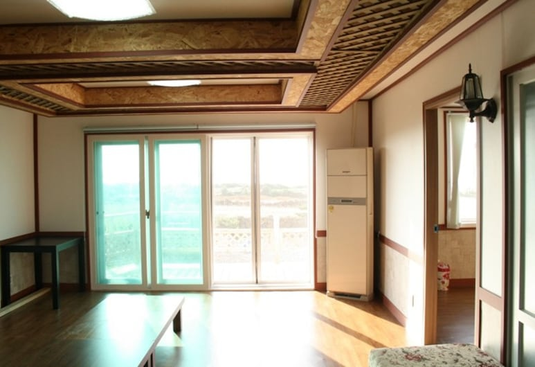 De Borah Guesthouse - Hostel, Jeju City, Habitación familiar, Sala de estar