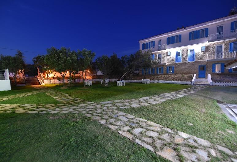 Garden Ada Butik, Bozcaada, Průčelí hotelu ve dne/v noci