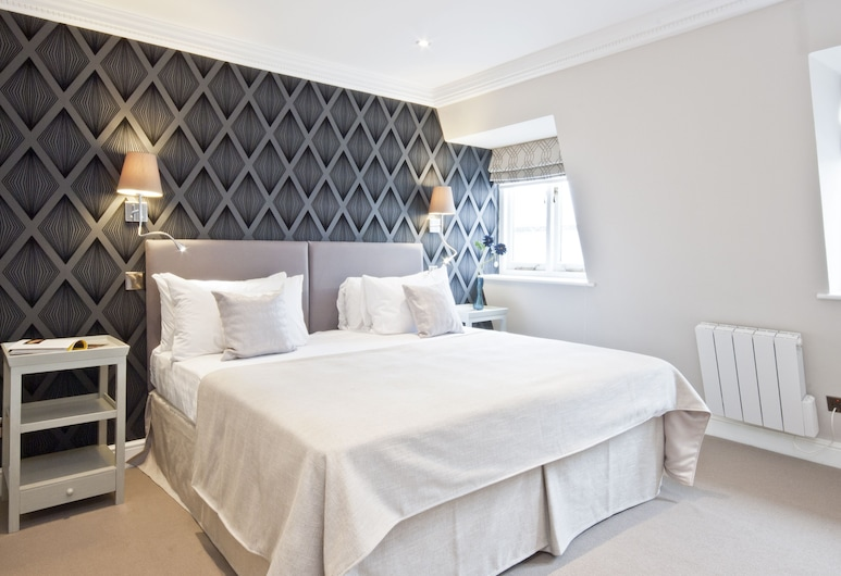 Queensgate Court, London, Superior Two Bedroom Apartment with Balcony, Room