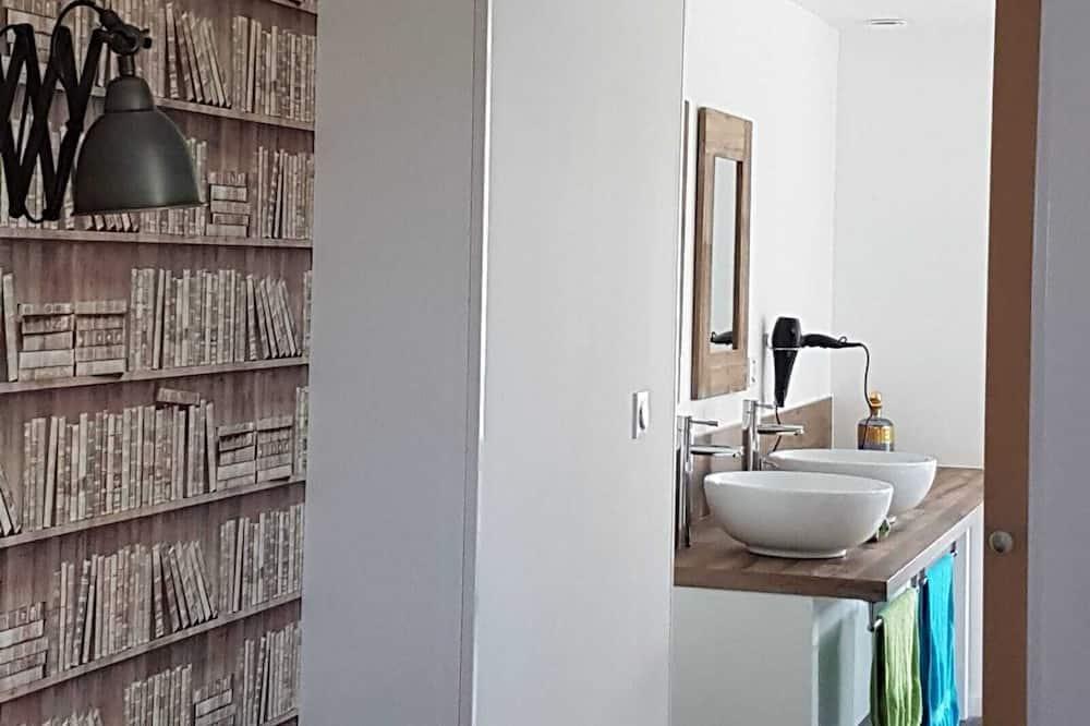 Chambre Classique Double ou avec lits jumeaux, salle de bains privée, vue canal - Salle de bain