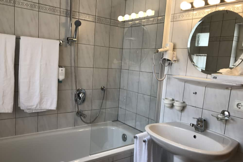 Superior szoba kétszemélyes ággyal, privát fürdőszoba - Fürdőszoba