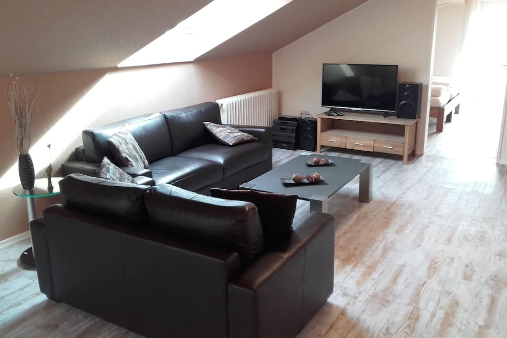Apartment, 3 Bedrooms, Mountain View - Living Room