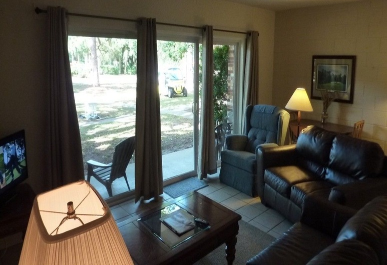 Atlantic Breeze #2 2 Bedroom Apts, Jekyll Island, Apartment, 2 Bedrooms, Living Area