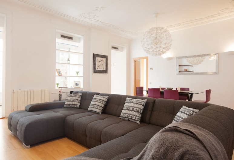 Akira Flats Urquinaona Centric apartment, Barcelona, Apartmán typu Deluxe, Obývačka