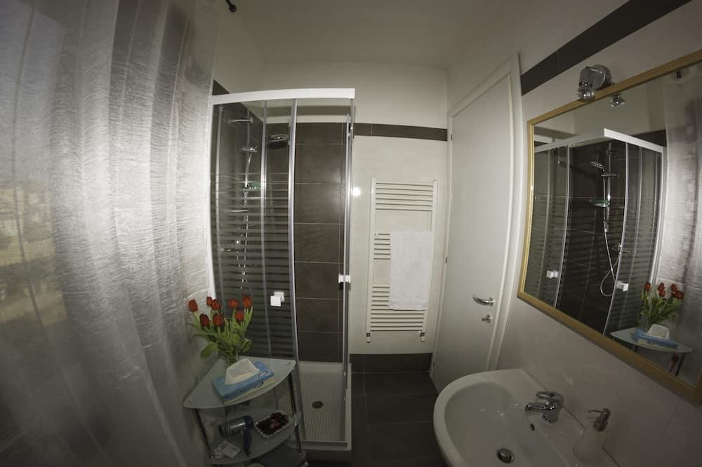 Family Triple Room, 1 Bedroom, Private Bathroom, Garden View - Bathroom