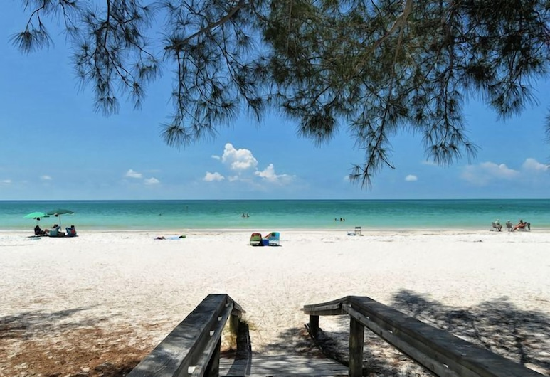 Pelican's Nest 3 Bedroom Villa, הולמס ביץ', חוף ים