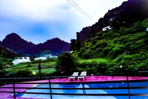 克赫帕塔爾叢林游泳池