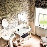 Double or Twin Room (Wellingtonia ) - Bathroom