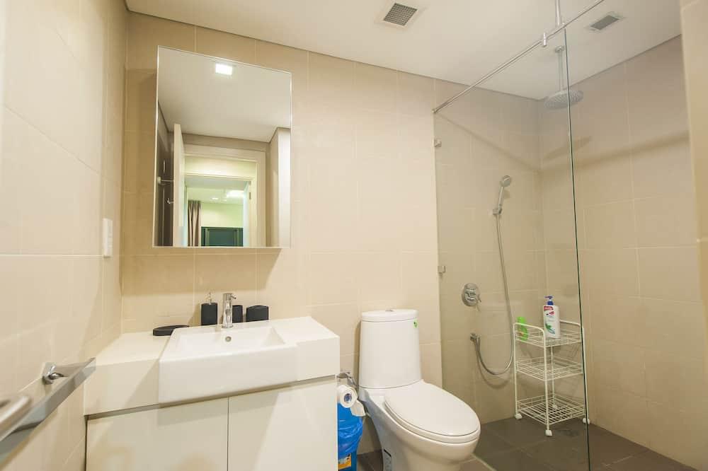 Prabangaus stiliaus apartamentai, 2 miegamieji, Įėjimas į baseiną, vaizdas į miestą - Vonios kambarys