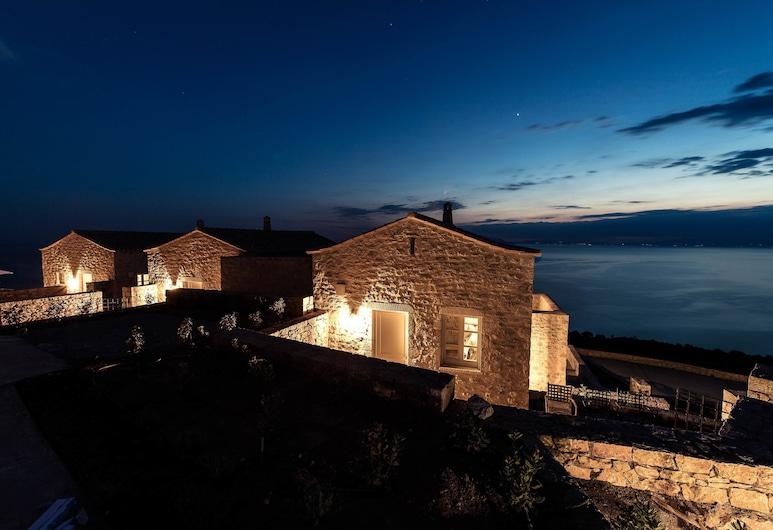 Ariá Estate Suites & Spa, מזרח מאני, מבט לכניסה מבפנים
