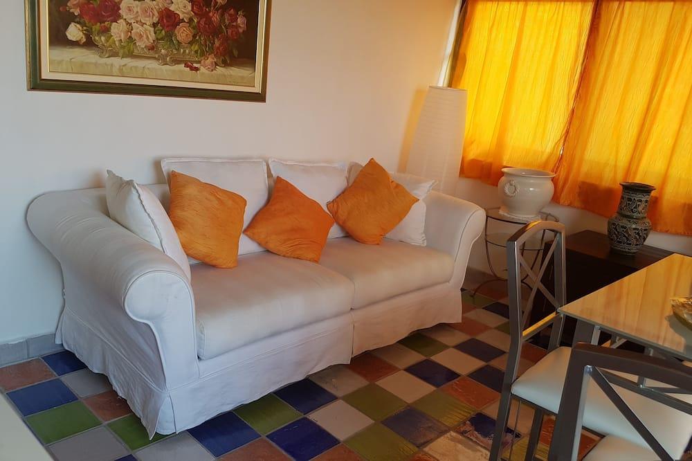 อพาร์ทเมนท์, เตียงควีนไซส์ 1 เตียง และโซฟาเบด, ระเบียง (Panarea) - พื้นที่นั่งเล่น