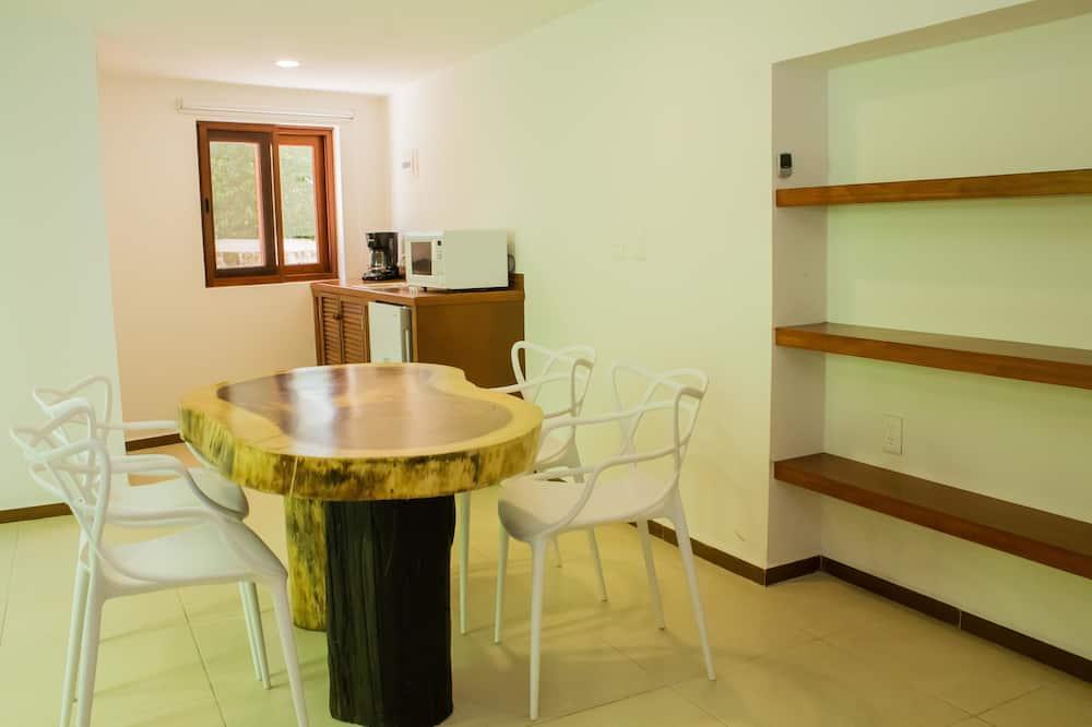 Štandardná štvorposteľová izba - Obývačka
