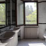 Pagerinto tipo dvivietis kambarys (with living room) - Vonios kambarys