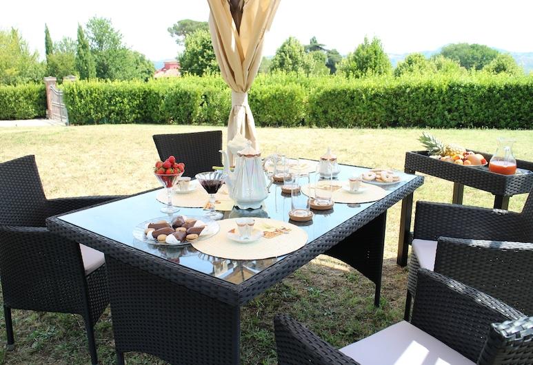 Bed & Breakfast Amarcord, Sasso Marconi, Obiekty restauracyjne na zewnątrz