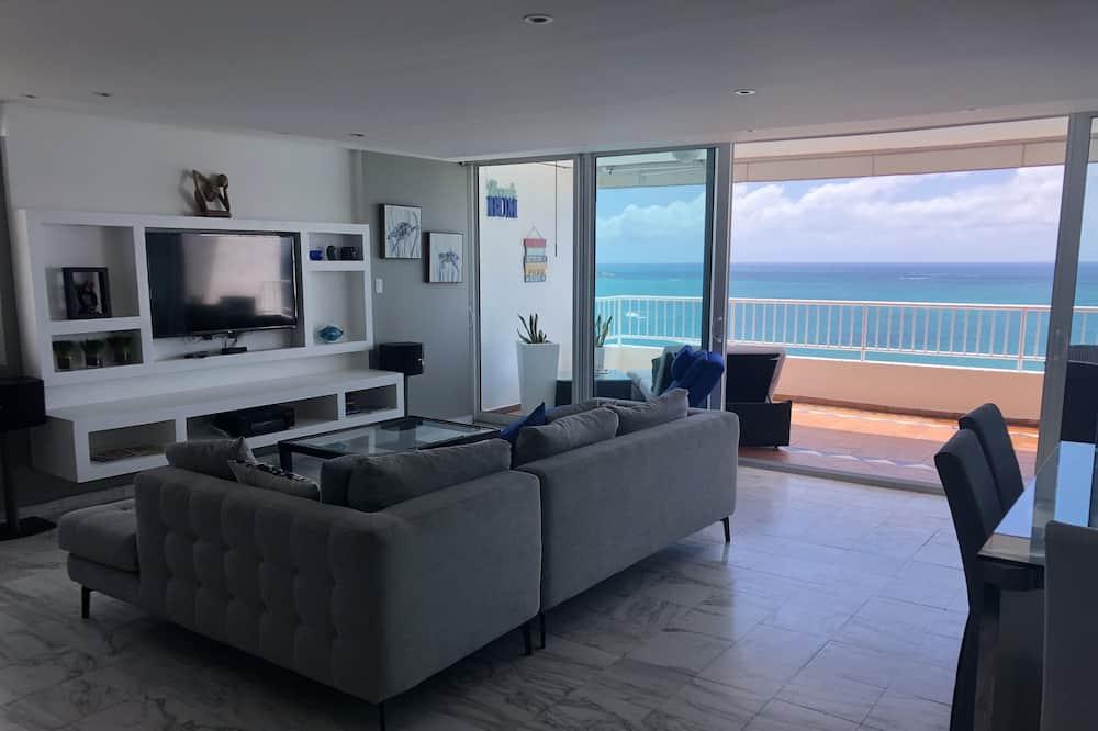 Premium Apartment, 3 Bedrooms, Beach View, Beachfront - Living Area
