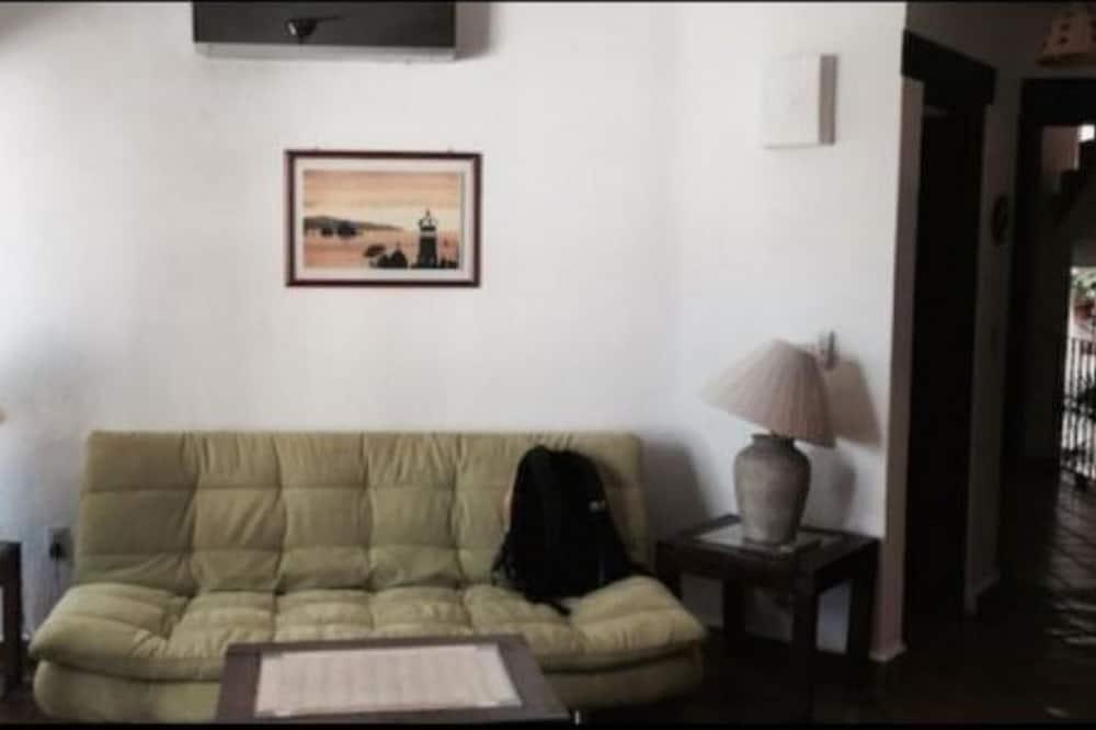 Butas su pagrindiniais patogumais, 1 miegamasis - Svetainės zona