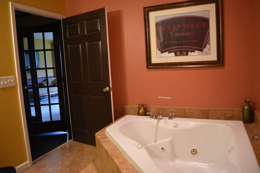 Superior Suite, 1 King Bed, Jetted Tub (The Carlino Suite) - Bathroom