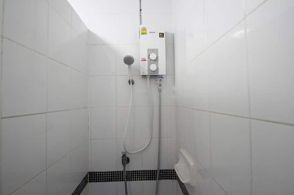 Standardna trokrevetna soba - Tuš u kupaonici