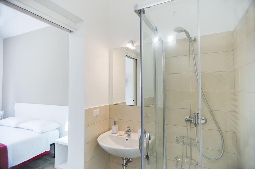 Kahden hengen huone, Näköala puutarhaan - Kylpyhuone