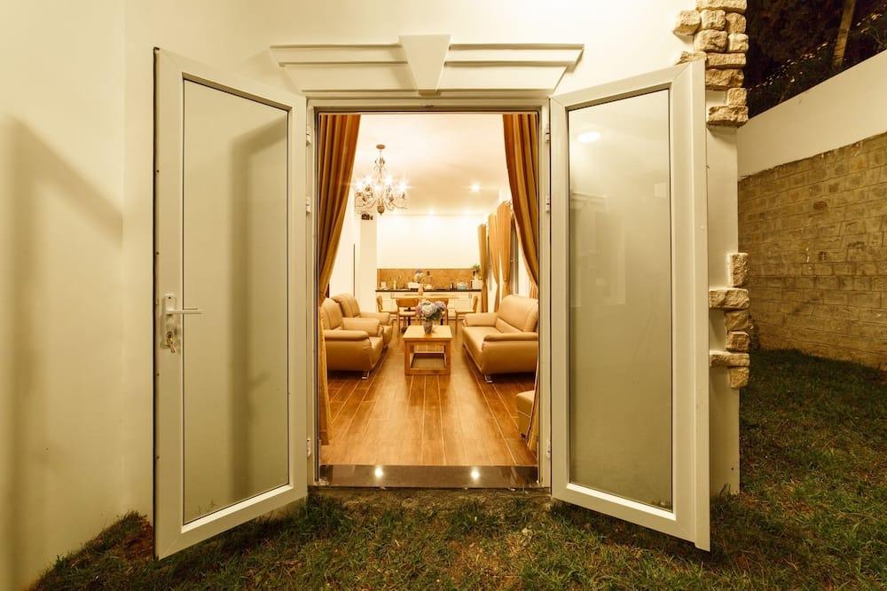 Стандартні апартаменти, 3 спальні, для некурців, міні-кухня - Обіди в номері
