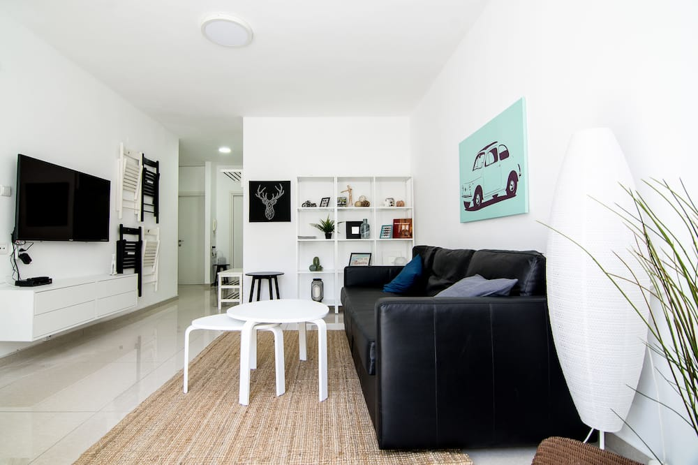 شقة عائلية - ٣ غرف نوم - غرفة معيشة