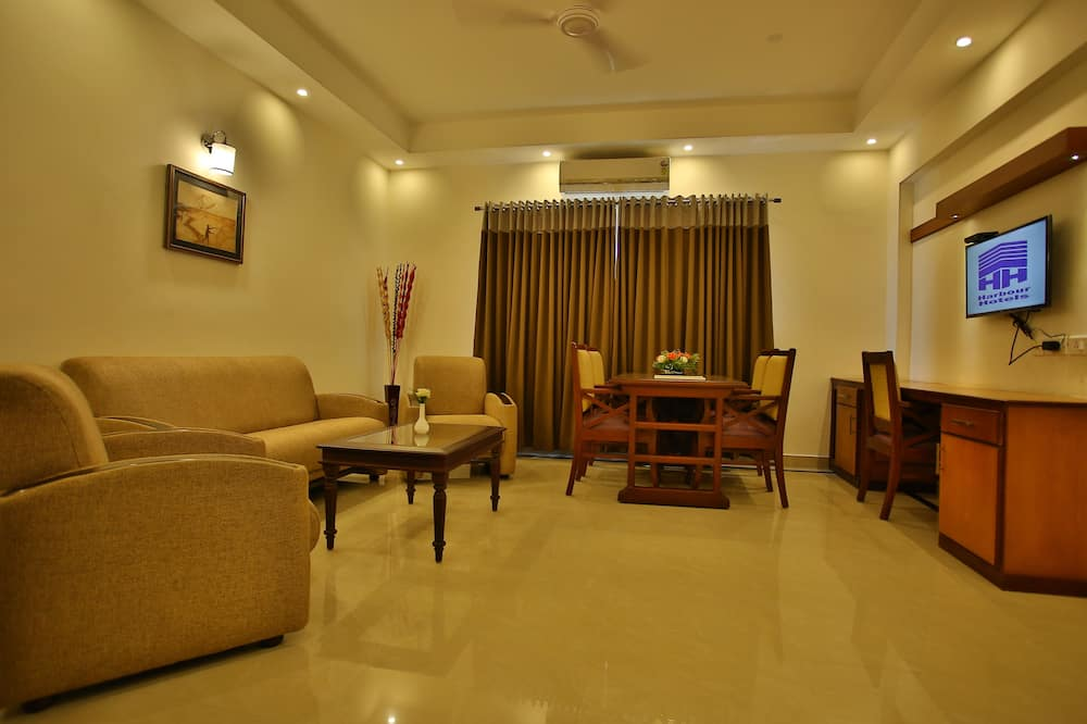 Suite, 1 Double Bed - Living Area