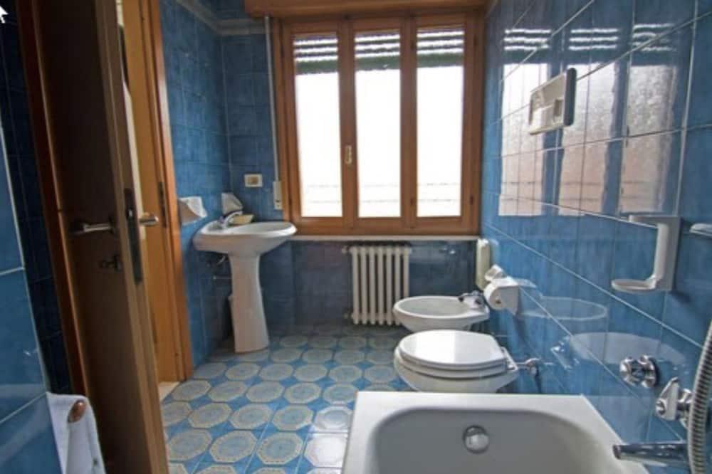 Панорамный двухместный номер с 1 двуспальной кроватью, для некурящих - Ванная комната