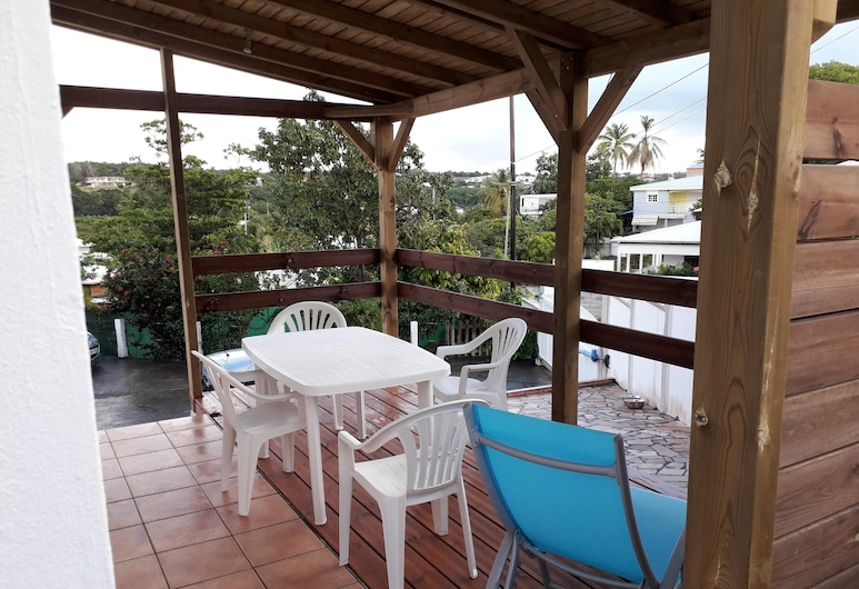 Apartment With 2 Bedrooms in Le Gosier, With Enclosed Garden and Wifi - 400 m From the Beach, Le Gosier, Terrasse/Patio