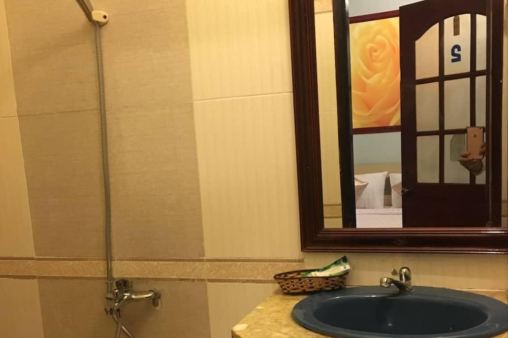 Superior Twin Room - Bathroom
