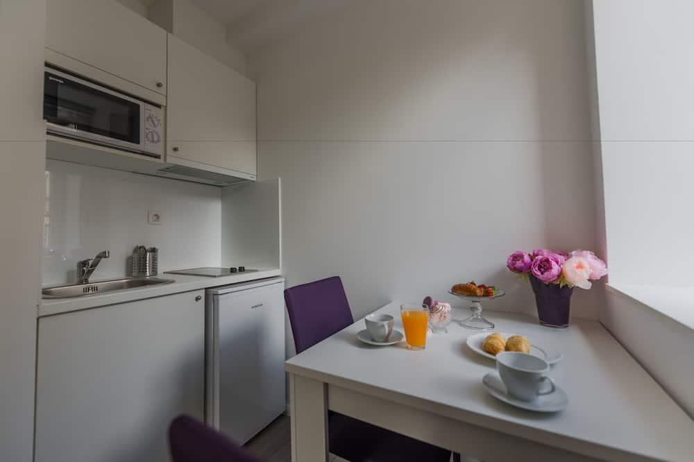 Departamento estándar - Servicio de comidas en la habitación