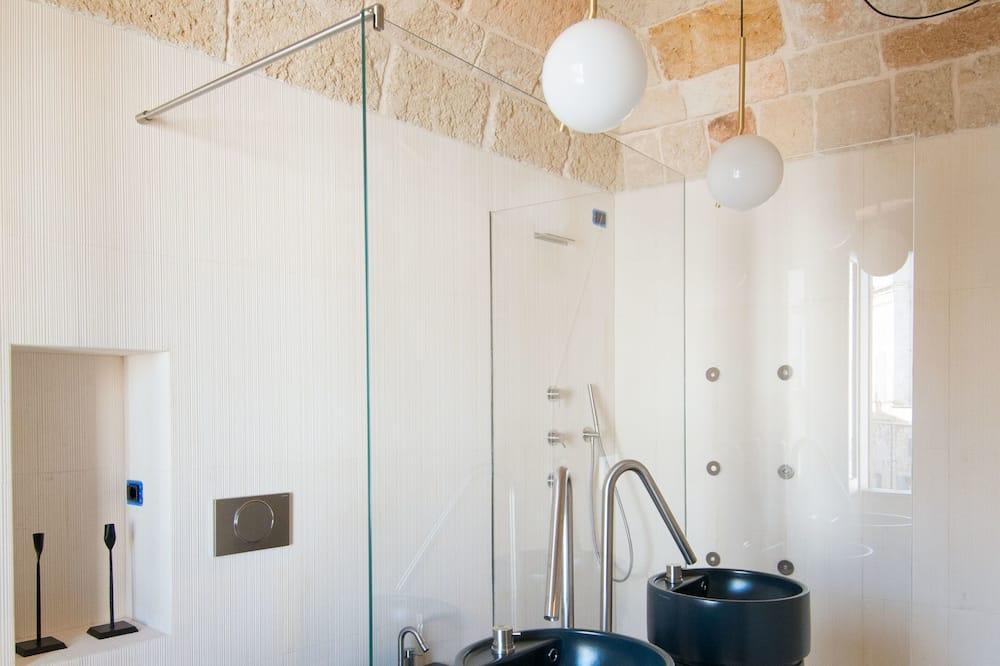 Luxusní pokoj, dvojlůžko (200 cm), výhled na město - Koupelna