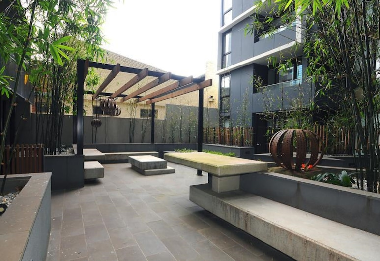 Readyset on Franklin, Melbourne, Courtyard