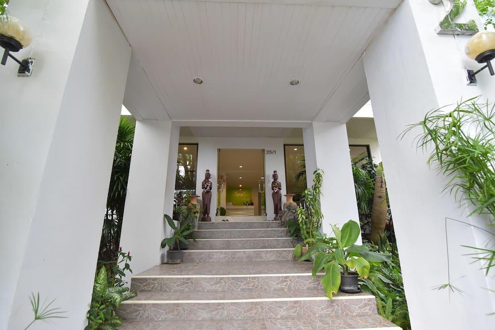 Kyongean Mansion 2