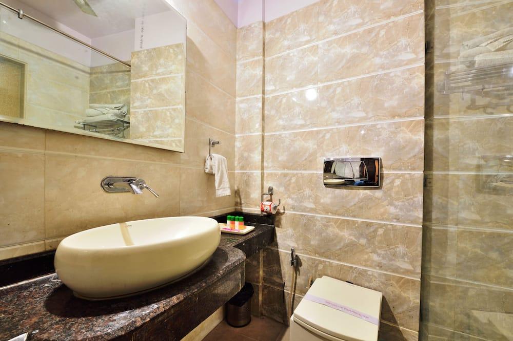 Kamar Double Mewah, 1 Tempat Tidur King - Kamar mandi