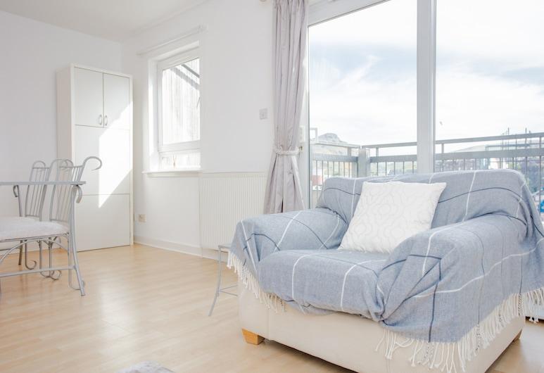 2 Bedroom Flat With Views of Arthurs Seat, Edinburgh, Obývacie priestory