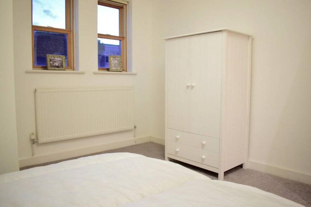 2 Bedroom Flat Sleeps 4 In Balham London
