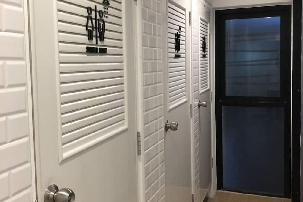 Basic Shared Dormitory, Mixed Dorm, Shared Bathroom - Bilik mandi