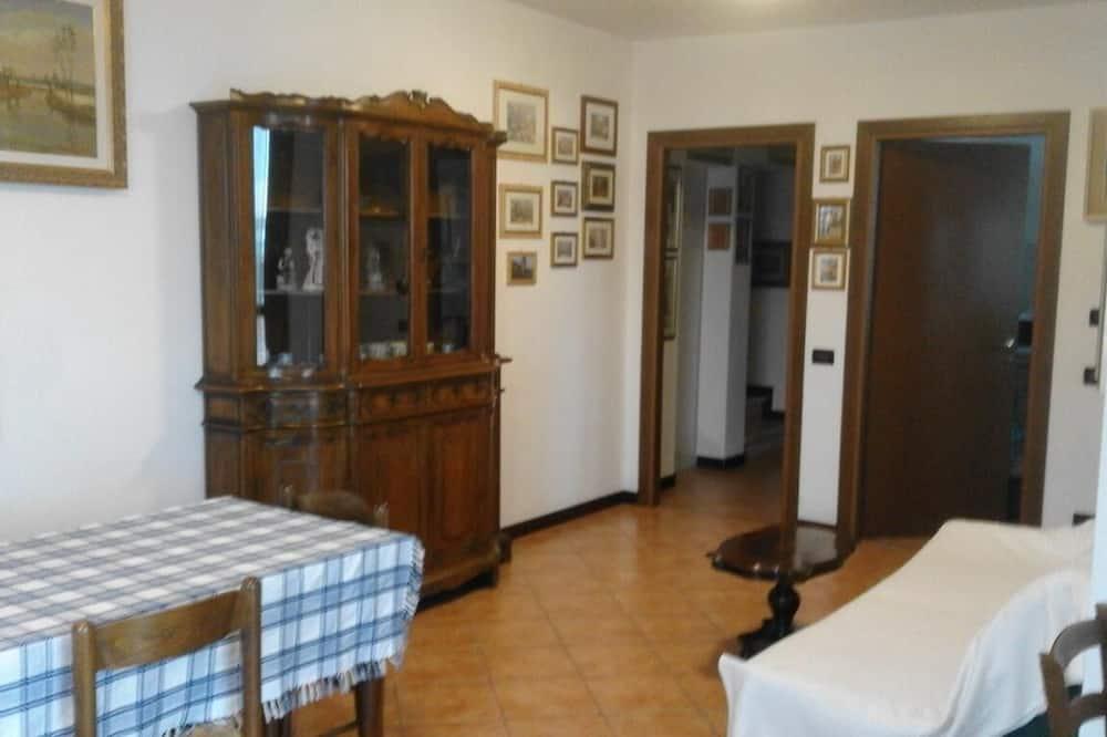 İki Ayrı Yataklı Oda, Ortak Banyo - Oturma Alanı