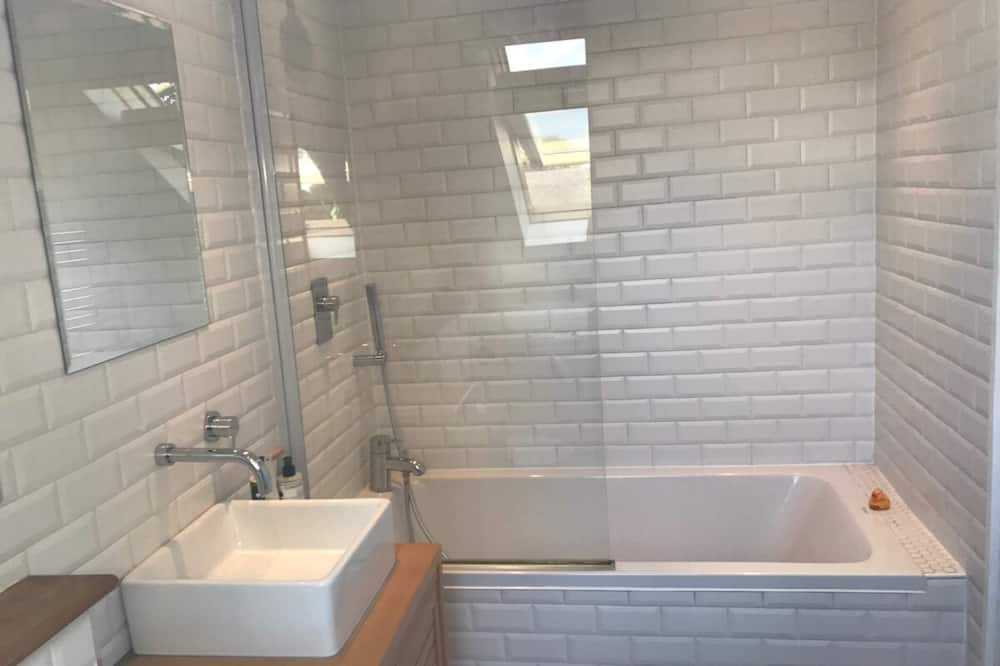House (2 Bedrooms) - Bathroom