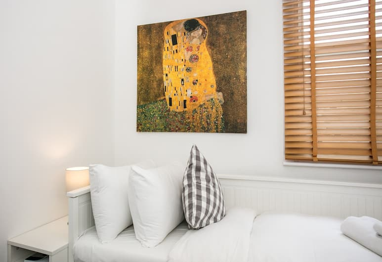 2 Bedroom House In Hackney, London