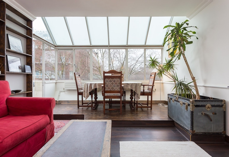 Central London Apartment With a Balcony, Londra