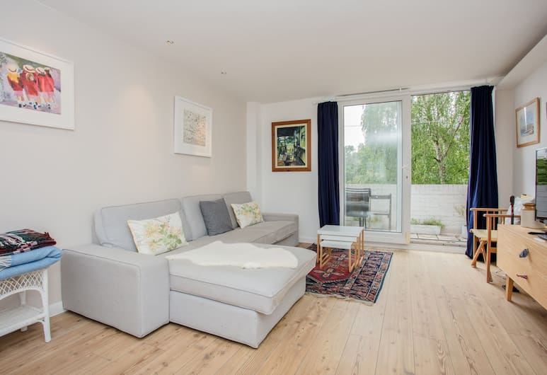 Spacious 2 Bedroom Flat With Communal Garden, London