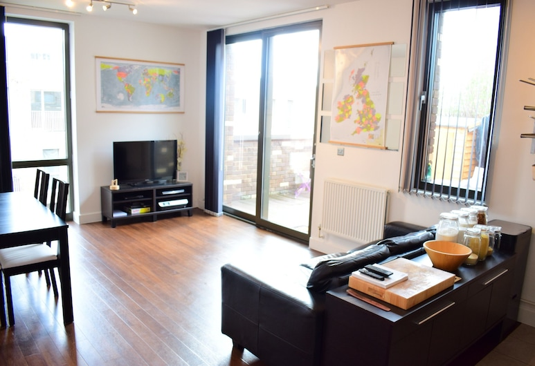 2 Bedroom East London Apartment, Londonas