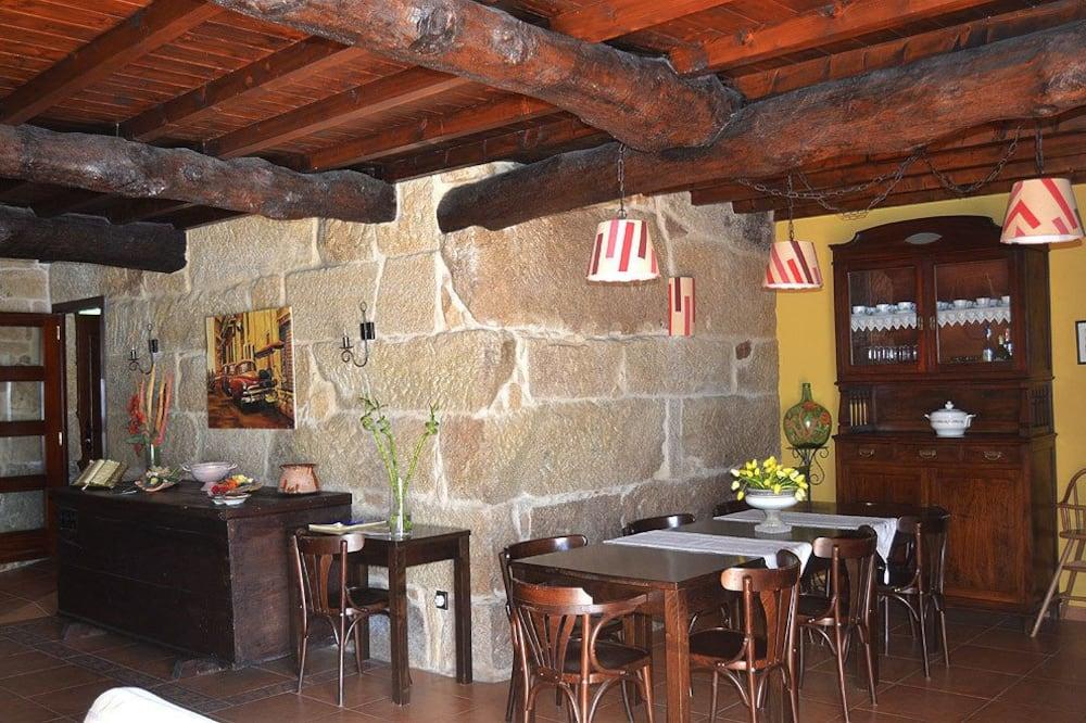 منزل - ٦ غرف نوم - بحمام داخل الغرفة - تناول الطعام داخل الغرفة