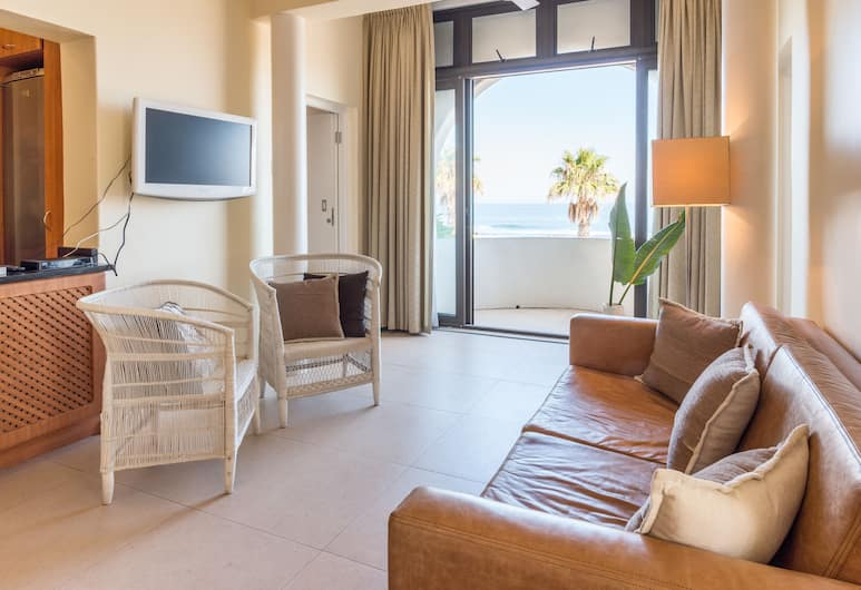 Prince Edward Mansions Apt 1, Cape Town, Comfort Apartment, 2 Bedrooms, Ocean View, Beachfront, Living Room