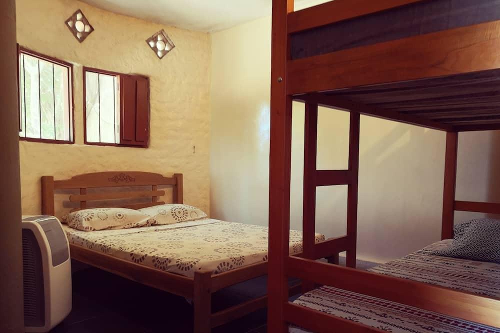 Klasikinio tipo keturvietis kambarys, Kelios lovos, virtuvė, vaizdas į sodą - Vaizdas į sodą